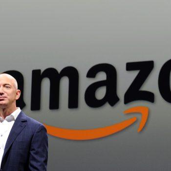 Jeff Bezos vlen 150 miliardë dollarë