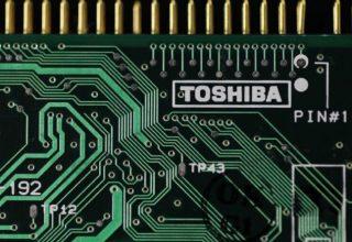 Apple dhe Amazon do të ndihmojnë Foxconn për të blerë biznesin e çipeve të Toshiba
