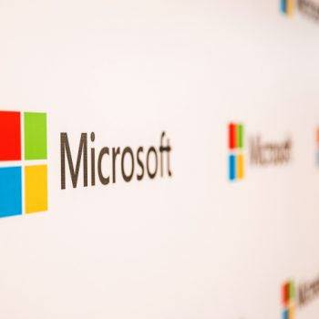 Microsoft kalon Amazon dhe rifiton vendin e dytë si kompania më me vlerë në botë