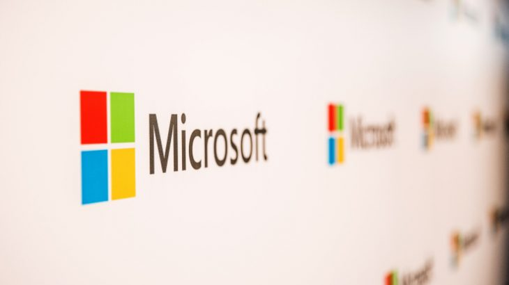 Microsoft kap vlerën e 800 miliardë dollarëve