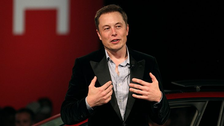 Elon Musk nis luftën me median
