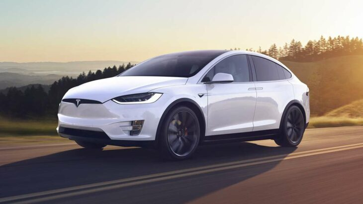 Elon Musk kishte konsideruar shitjen e Tesla tek Apple